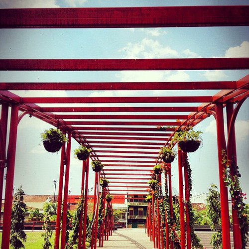 #sky #red #symmetry #pattern #geometric #structure #architecture #color #colorful #colour #panama #centralamerica #panamacity