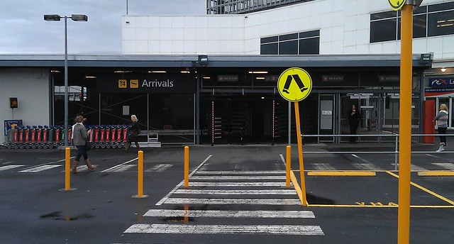 Melbourne airport T4 arrivals (outside)