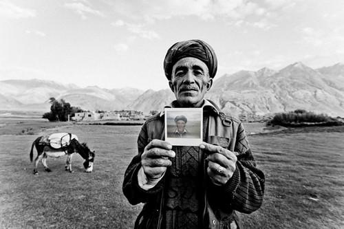 攝影:拍立得上的阿富汗人