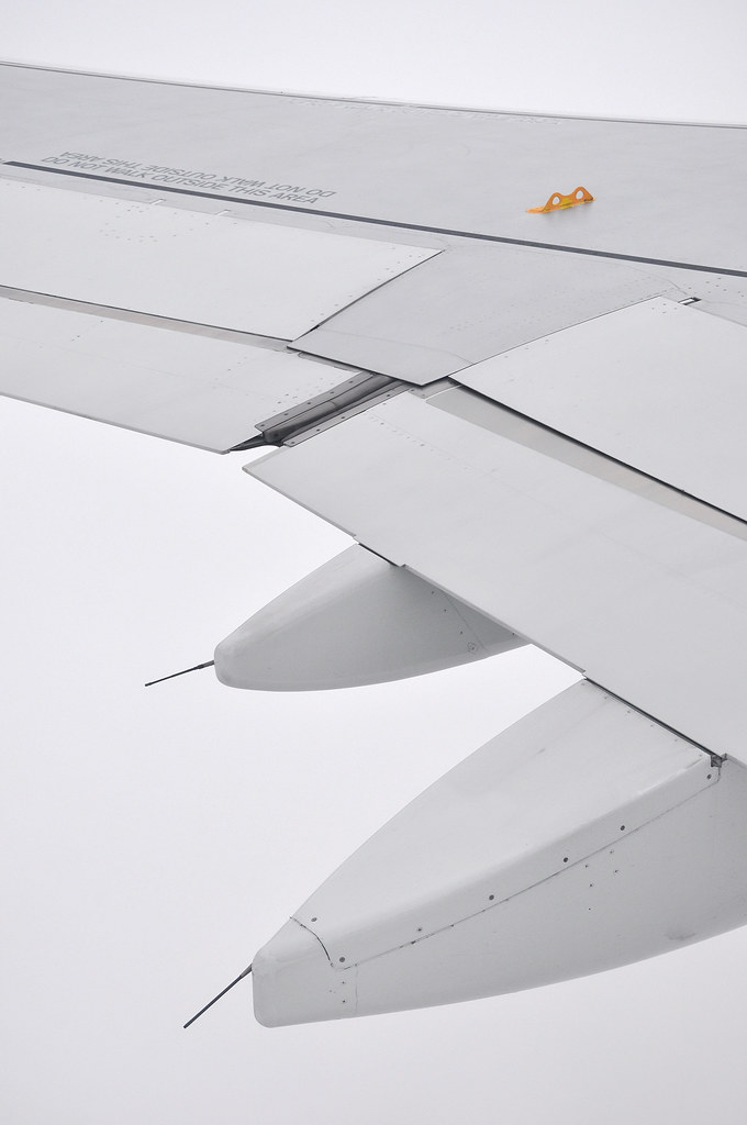 "[18:58] + 00' 03"" ..A320 wing trailing-edge."