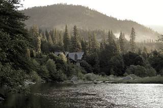 River view of Scott River Lodge