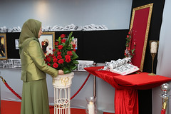 Maryam Rajavi Lay flowers at the monument of Syrian Resistance's martyrs