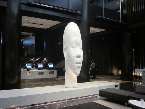 Echo de Jaume Plensa, Hall Grand Hyatt. NYC