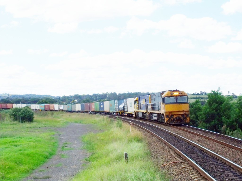 NR2+NR51 on 5BM4 at Menangle 9th March 2012 by Anthony