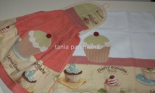 Jogo  Pano de prato e Bate mão Vintage Cupcakes by tania patchwork