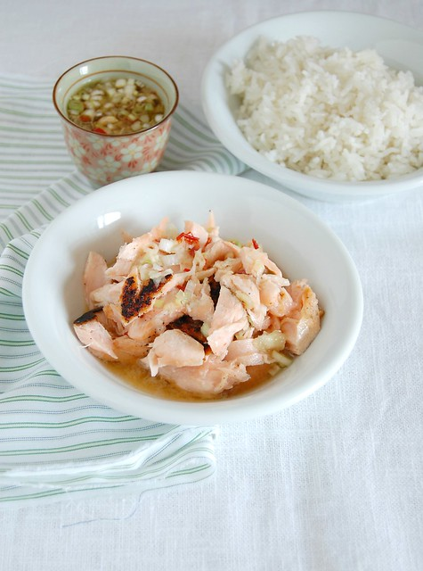 Salmon with hot, sweet and sour Asian sauce / Salmão com molho oriental