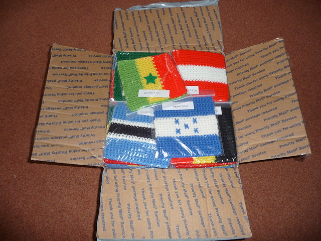 akarapacha (Fort Myers, USA) (RAV) has sent me 100 Olympic Flags! They are wonderful!