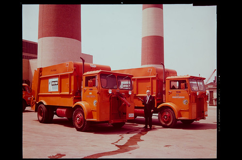 Mayor Richard J. Daley's early 1960s Clean Up Chicago campaign, Sleeve 16, Image 1 by UIC Digital Collections