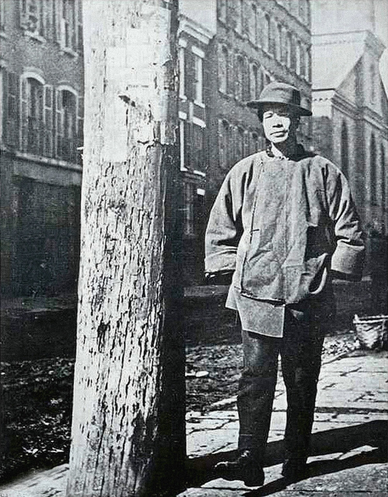 Photograph of telephone pole in Chinatown from Jacob A. Riss, How the Other Half Lives (1890)
