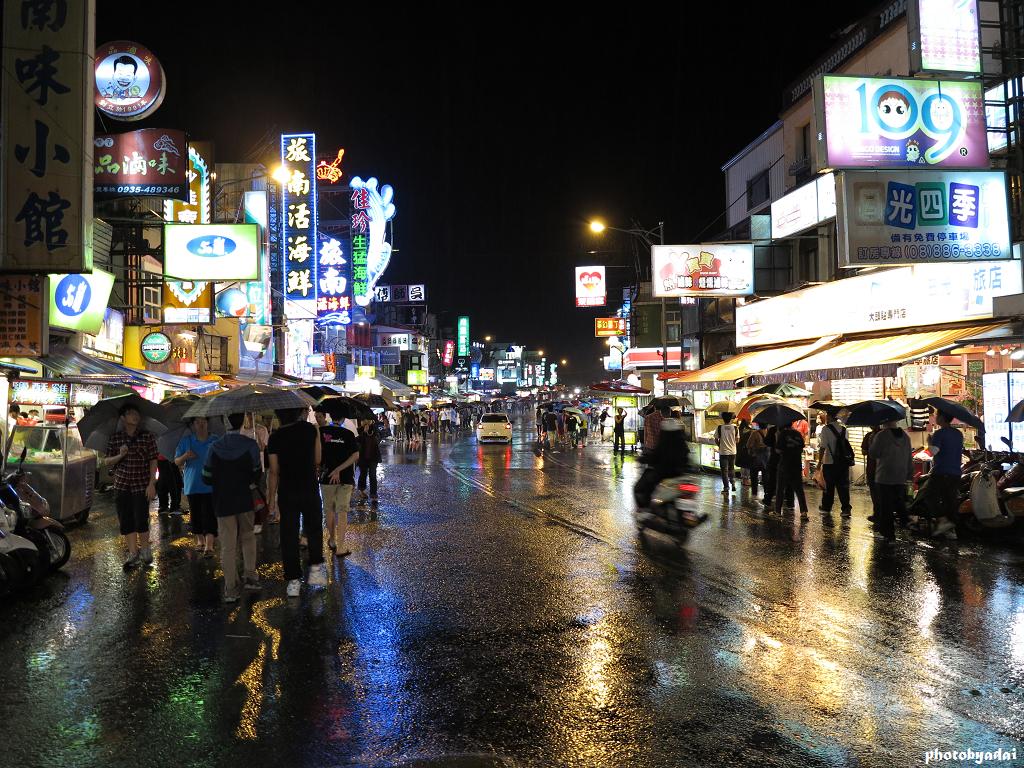 2012.2.15 墾丁大街下雨_G1X