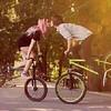Besada amb bici.-