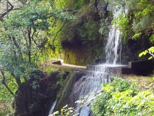 Abenteuerwanderung über steilen Talgründen und Wasserfällen