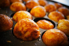 meal(0.0), breakfast(0.0), arancini(0.0), poffertjes(0.0), gulab jamun(0.0), loukoumades(0.0), pä…czki(0.0), beignet(0.0), oliebol(1.0), baking(1.0), baked goods(1.0), produce(1.0), food(1.0), dish(1.0), cuisine(1.0), takoyaki(1.0),