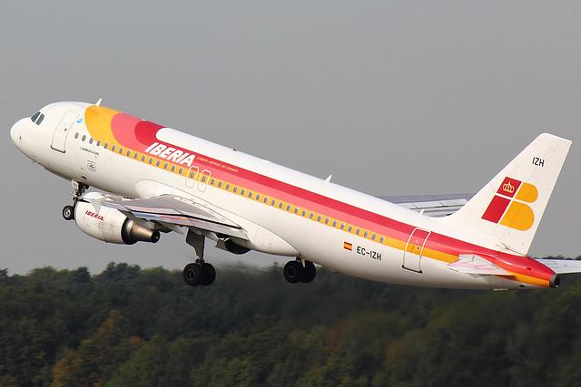Iberia - A320 - EC-IZH (2)