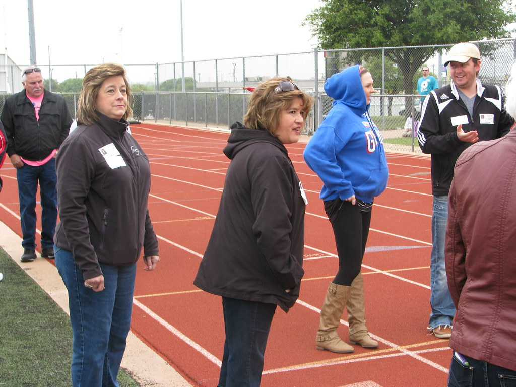 Oncor Employees Volunteer at the Burleson Spring Meet for Special Athletes