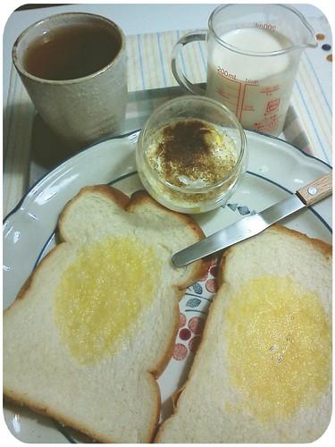 早餐 ::: 奶油吐司+蛋+無糖豆漿200cc+決明子茶 by 南南風_e l a i n e