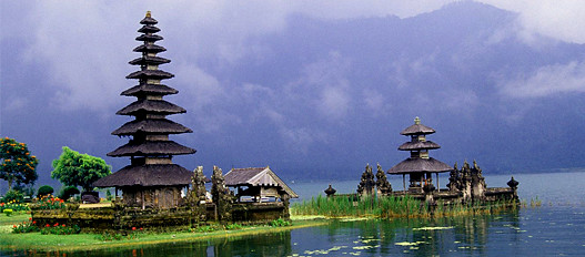 no need to explain at length the island of Bali, he was very famous in the world ......