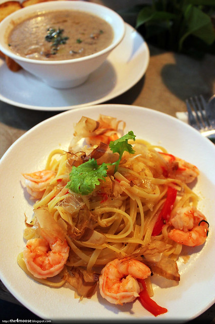 Food for Thought - Garlic Prawns with Red Capsicum Linguine