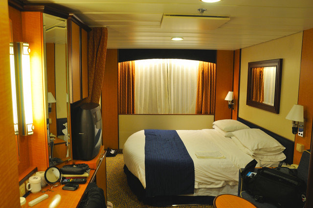 11160 07805 stateroom interior brilliance of the seas for Brilliance of the seas cabins