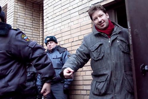 Алексея Козлова выводят из здания Пресненского суда в Москве by hegtor