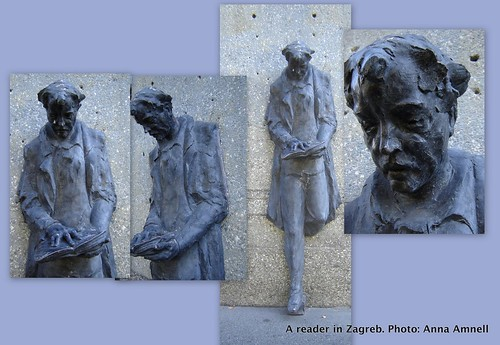 A reader statue in Zagreb