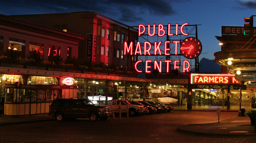 Pike Place Market, Seattle (by: Michael Righi, creative commons license)