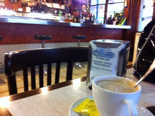 Cafetería GARBY o el caos solitario. by LaVisitaComunicacion