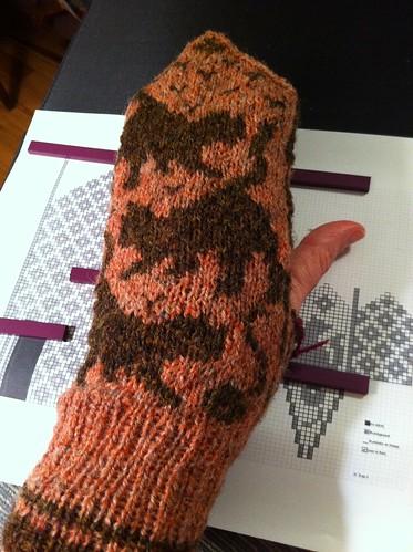 Left Pelle mitten body knit by BlueDragon2
