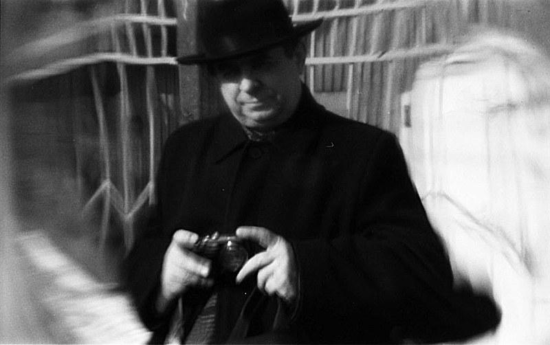 Muzhchina s photoapparatom