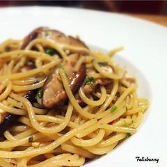 spaghetti alle vongole(0.0), spaghetti alla puttanesca(0.0), vegetarian food(0.0), fettuccine(0.0), produce(0.0), fried noodles(1.0), lo mein(1.0), bucatini(1.0), spaghetti(1.0), pasta(1.0), clam sauce(1.0), spaghetti aglio e olio(1.0), linguine(1.0), naporitan(1.0), pici(1.0), food(1.0), dish(1.0), chinese noodles(1.0), carbonara(1.0), yaki udon(1.0), bigoli(1.0), cuisine(1.0), chow mein(1.0),