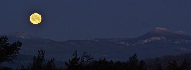 Vermont Moonset