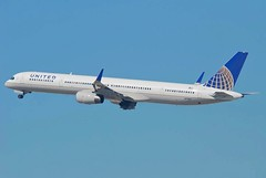 United Airlines Boeing 757-300; N77867@LAX;11.10.2011/623id