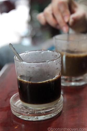 cà phê nâu in glass.