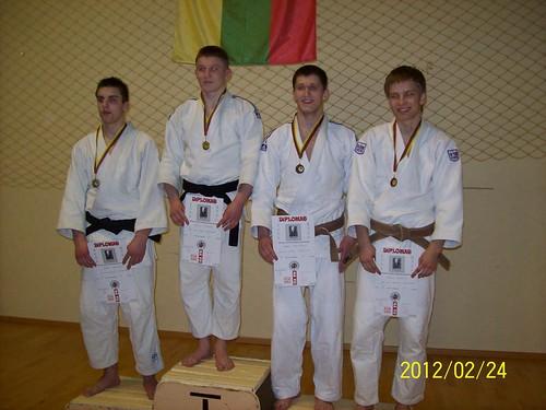 Donatas Kasteckas  pirmas iš dešinės
