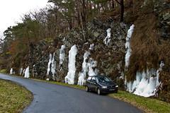 Ma FIAT Punto devant des rochers glacés