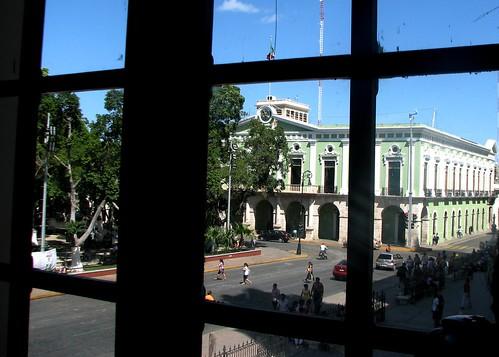 El palacio de gobierno de Yucatán desde la ventana del Macay