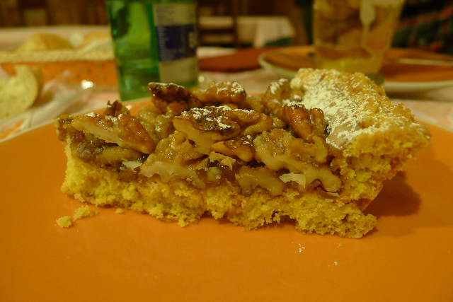 Traditional Mantua cake: Sbrisolona with walnuts