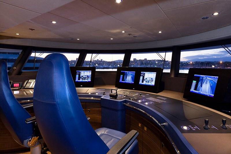 Капитанский мостик на яхте Ann G от Heesen