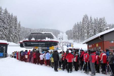 Rakouské skiareály u lipenské přehrady zažívají nápor českých lyžařů