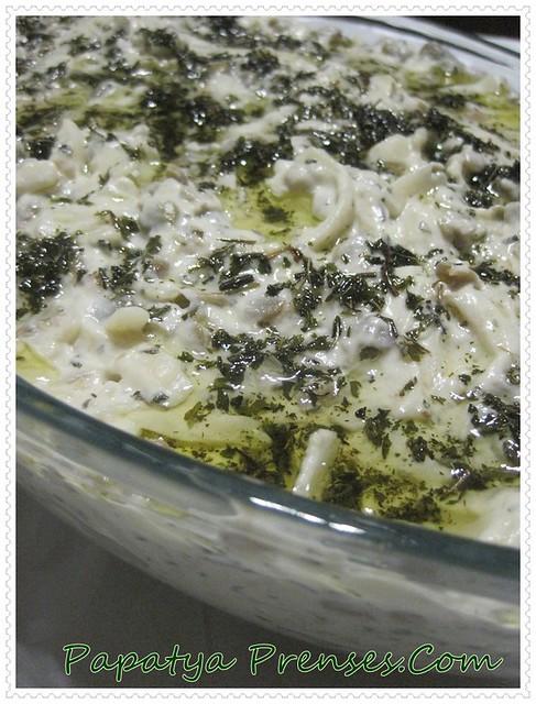mercmekli erişte salatası (1)