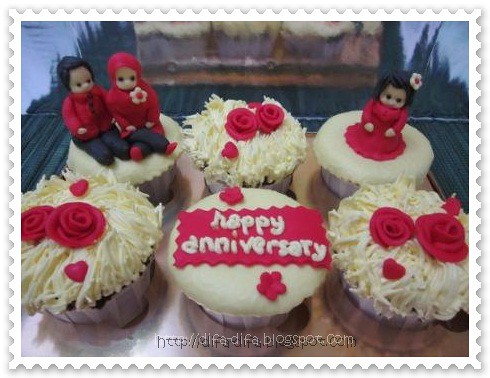 cupcake set anniversary by DiFa Cakes