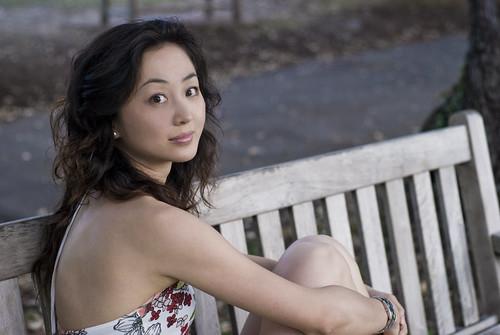 [フリー画像素材] 人物, 女性 - アジア, 女性 - 座る, 椅子・ベンチ・ソファ ID:201202241800