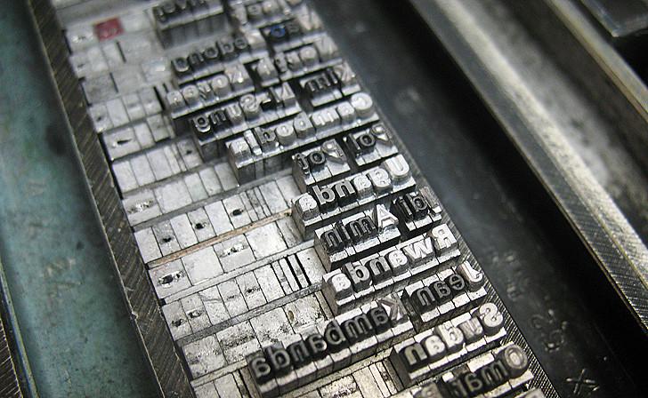 """טקסט מסודר ב""""כתב ראי"""" מחכה לחיזוק והדפסת ניסיון לפני הכנסתו לגריד"""