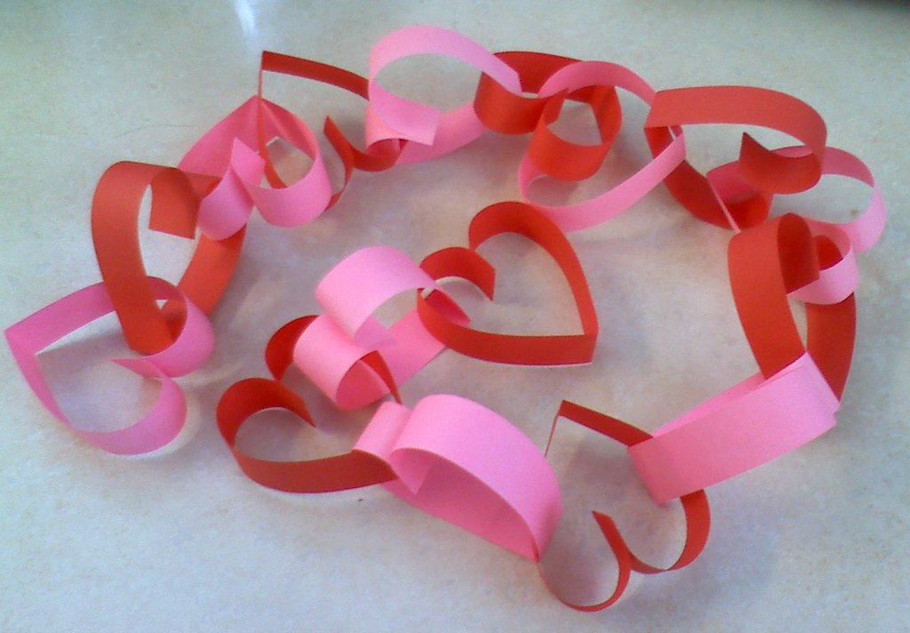 L'Amour Propre: Last Minute DIY: Valentine's Heart Garland