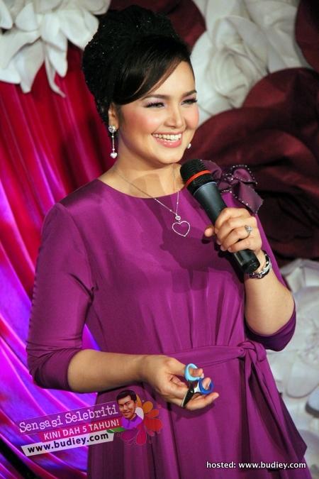 Siti Nurhaliza di Pelancaran Dermagic