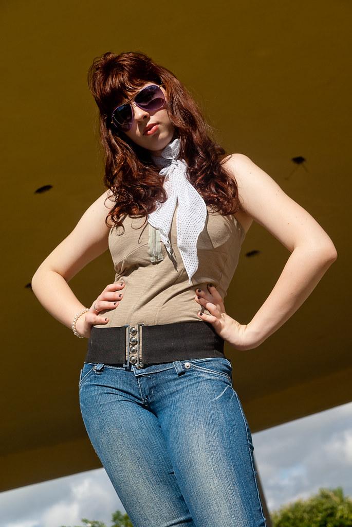無料写真素材 人物 女性 サングラス ジーンズ ブラジル人画像素材なら!無料・フリー写真素材のフリーフォト
