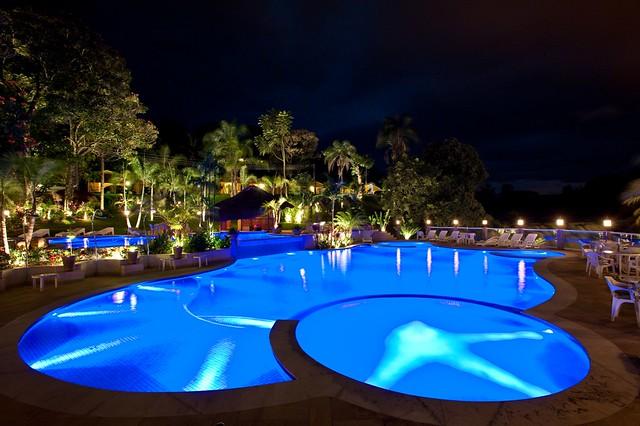 Ilumina o para piscinas e jardins for Piscinas e jardins