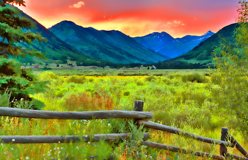 sunset mountains fence colorado meadows rockymountains wildflowers crestedbutte valleys wildgrasses colorphotoaward happyfencefriday photoshopcs5 ringexcellence