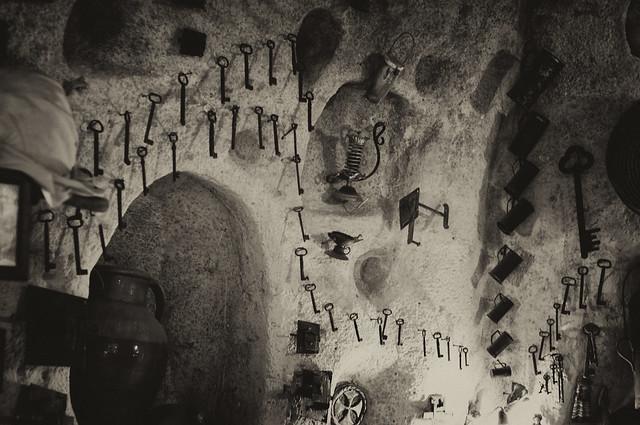 La grotte mystérieuse de l'antiquaire ancienne