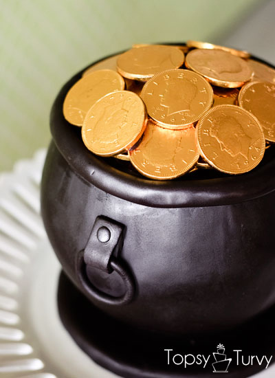 pot-of-gold-cake-fondant-cauldron